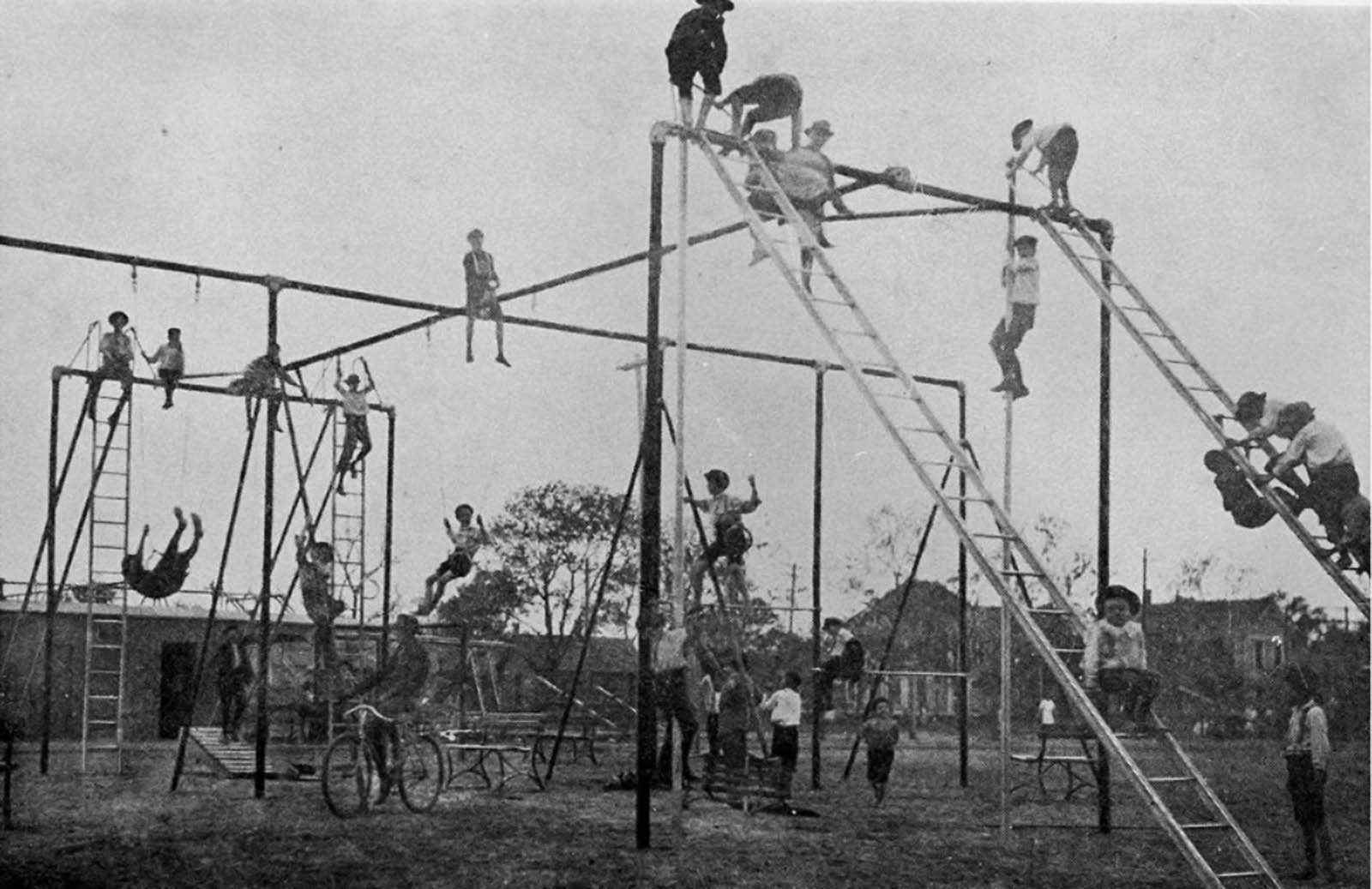 playgrounds_in_1900_1.jpg